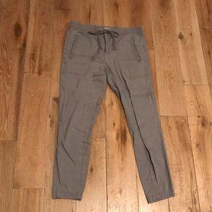LOU & GREY gray cropped linen jogger pant.